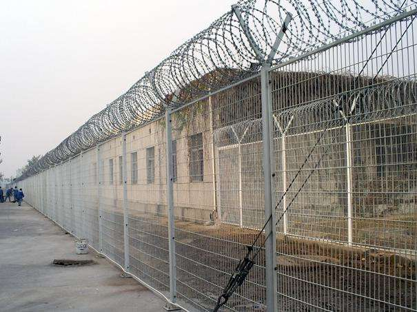 The perfect match between Razor Wire and Wire Mesh Fence